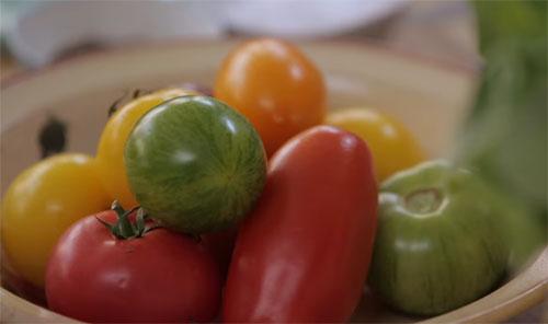 Помидоры при грудном вскармливании: можно ли есть при гв в 1 и 2 месяце, солёные и свежие овощи при кормлении новорожденного