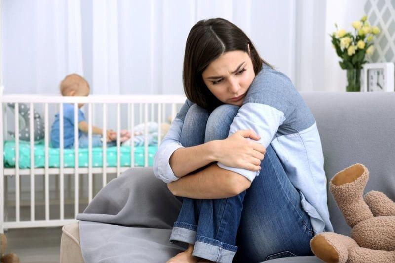 Депрессия после родов: химический дисбаланс и ошибки мышления