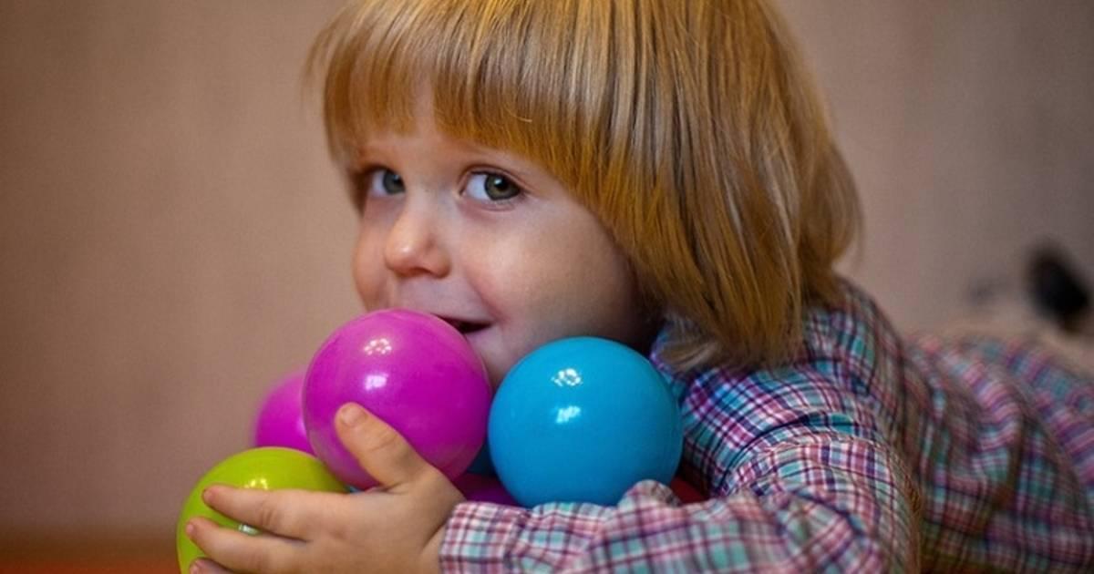 Как быть, если ребенок ябедничает и жадничает?  - «как и почему»