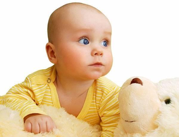 Когда ребенок начинает видеть и слышать