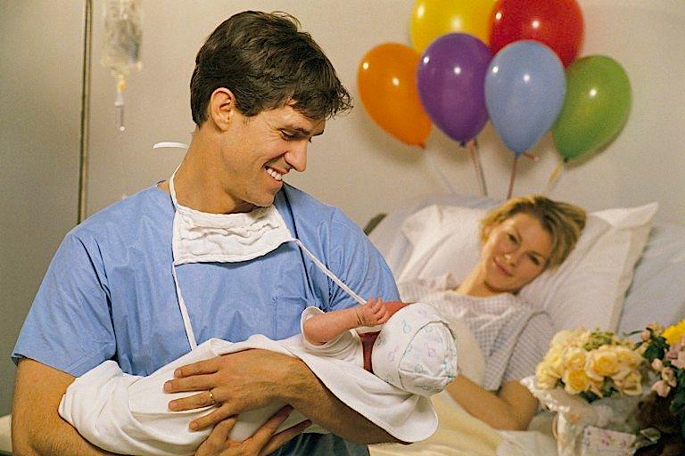 «дочь после родов унесли и не показывали месяц». в роддомах разлучают новорожденных с матерями из-за ковида | православие и мир