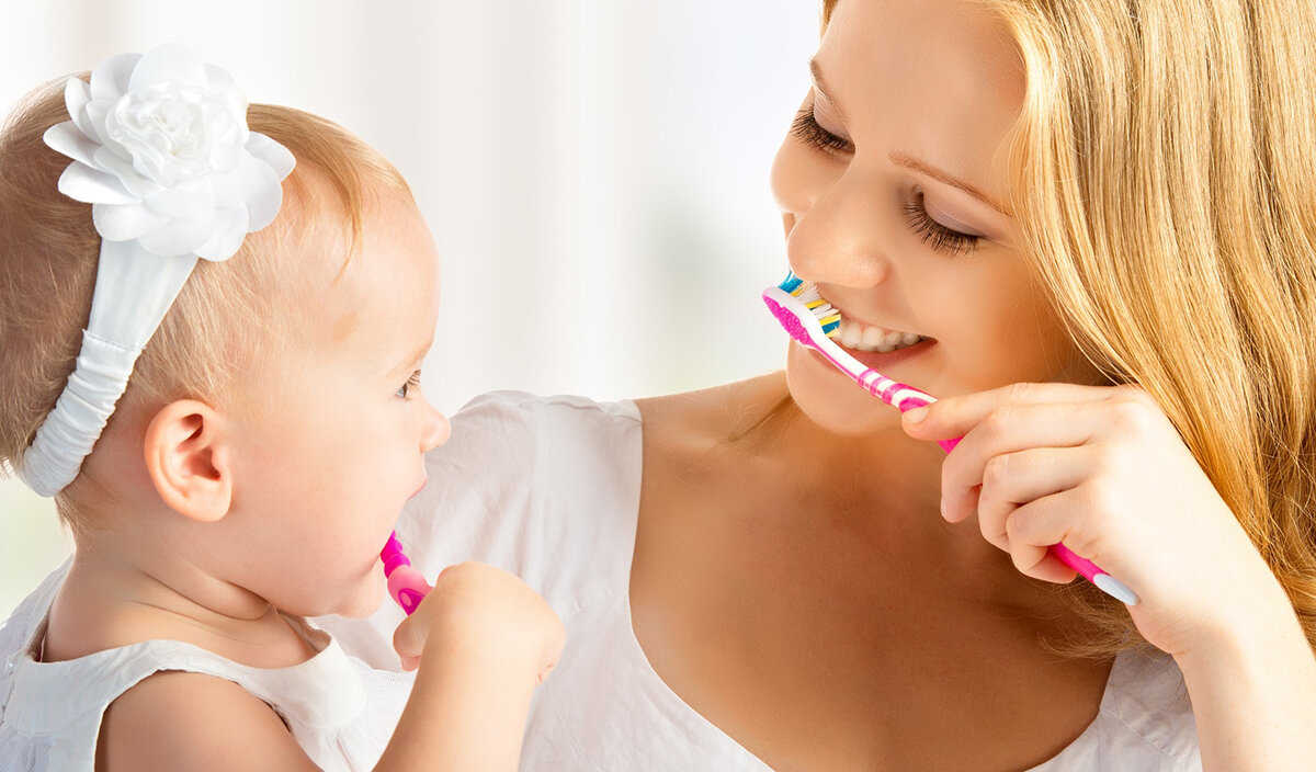 Как научить ребенка чистить зубы самостоятельно в 2 года и старше