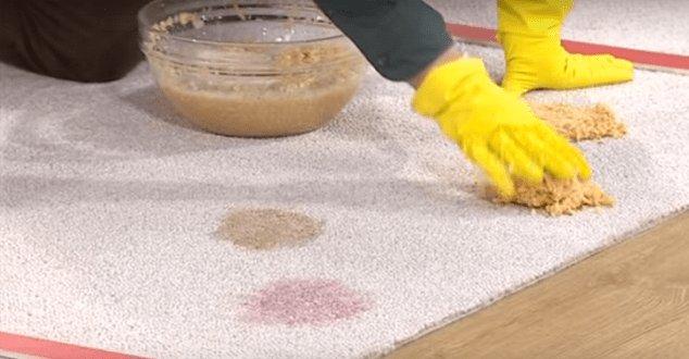 Эффективные способы отмывания мочи с дивана, не портящие поверхность