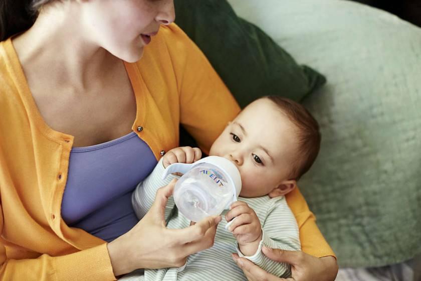 Памятка кормящей маме: как правильно кормить новорожденного грудным молоком