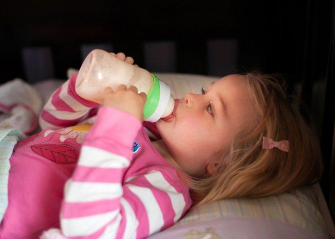 """Как отучить ребенка от бутылочки, а также зачем и когда это делать — журнал """"рутвет"""""""