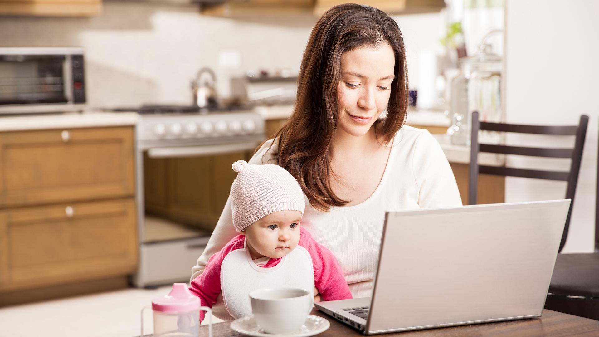 Скучно сидеть дома с маленьким ребенком: что делать и как разнообразить быт?