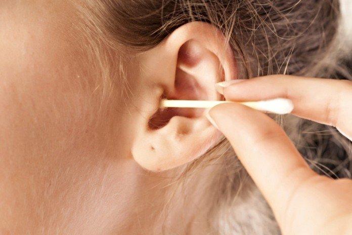 Как правильно чистить уши детям. как правильно чистить уши грудничкам до года и детям постарше от серы и других загрязнений? как правильно чистить уши ребенку