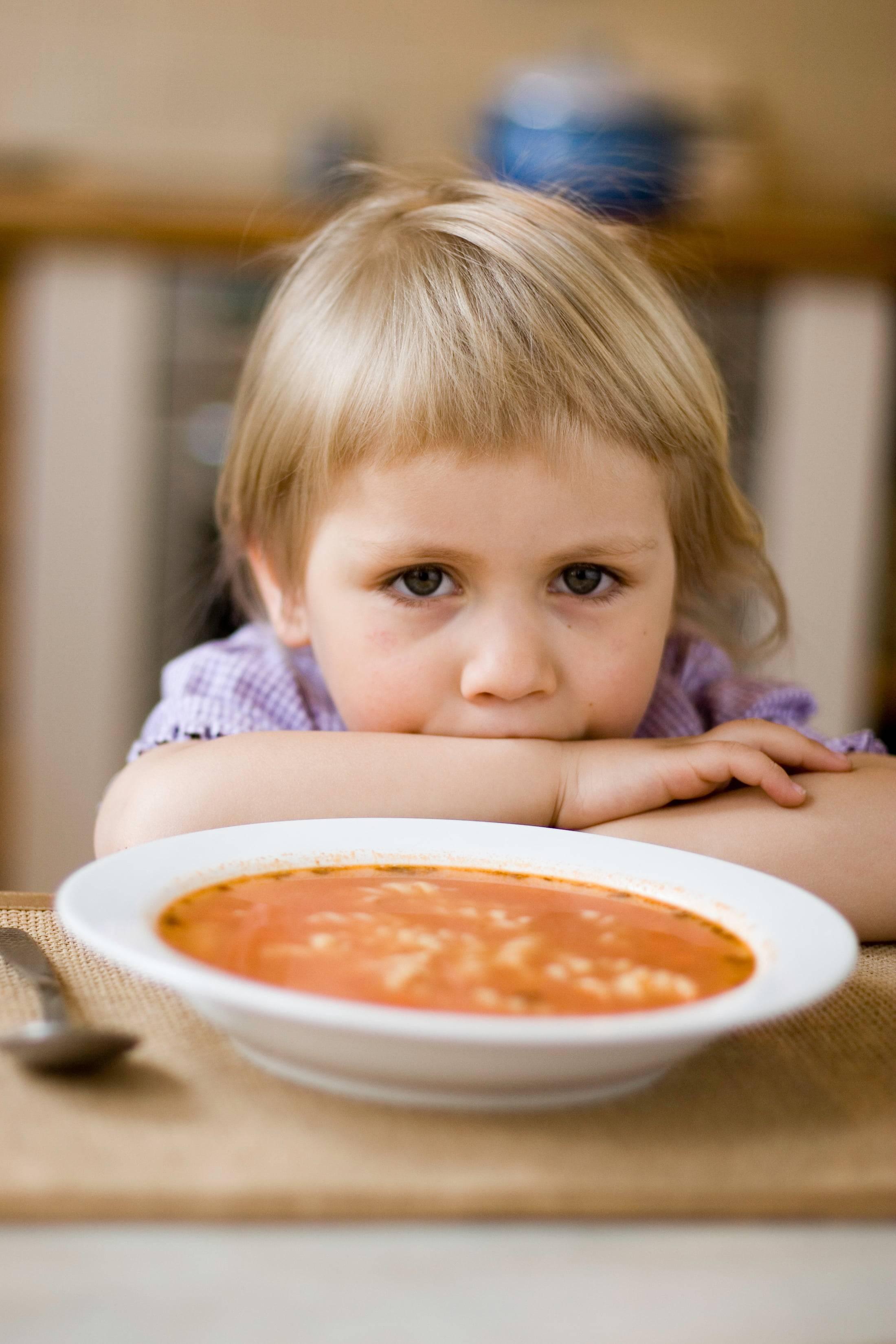 Что делать родителям, если ребенок не ест в садике?
