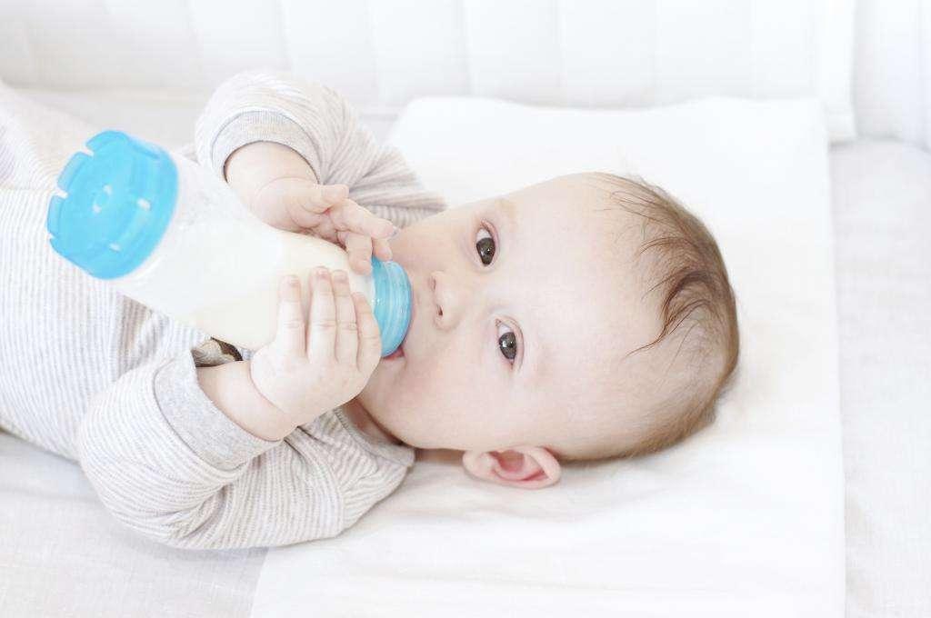 Когда и как отучить ребенка от бутылочки, в каком возрасте