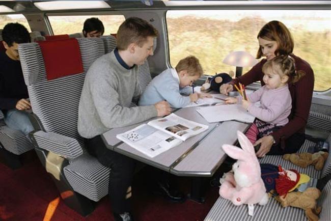 В поезд с ребенком: путешествуем с детьми комфортно. что взять с собой из еды, игрушки для ребенка в поезде