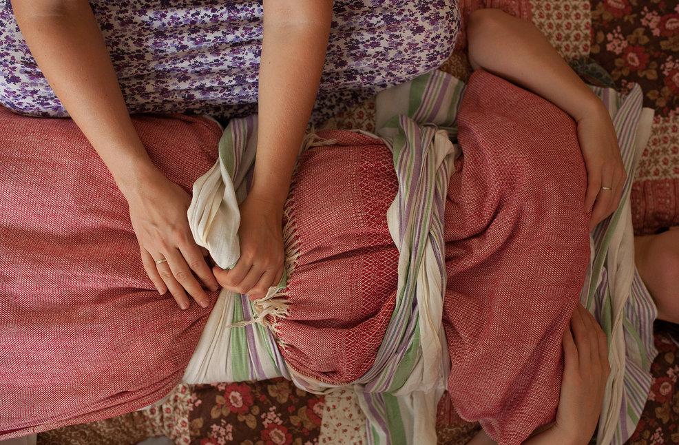 Послеродовое пеленание для мамы: что это такое?