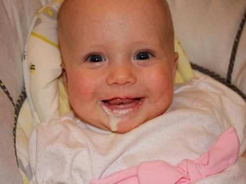 Почему ребенок срыгивает после кормления?   уроки для мам