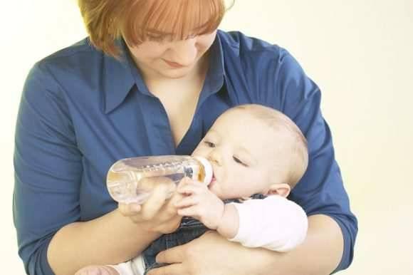 Ребенок не наедается грудным молоком: что делать и как это понять