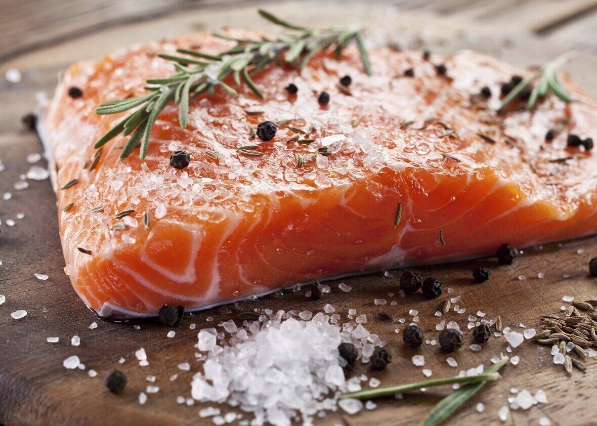 Можно ли беременным есть семгу слабосоленую, сушеную и вяленую красную рыбу – форель, горбушу и лосось?