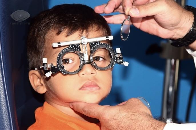 Почему развивается дальнозоркость у детей и какие способы борьбы с болезнью?