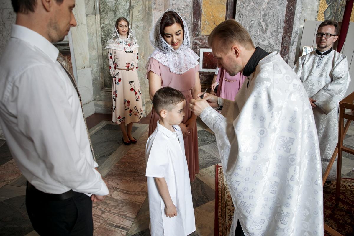 Крещение ребенка: правила для родителей, стоимость и как проходит таинство