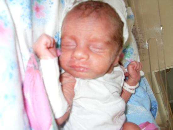 Трудности у малышей до года – новорожденный тужится и плачет