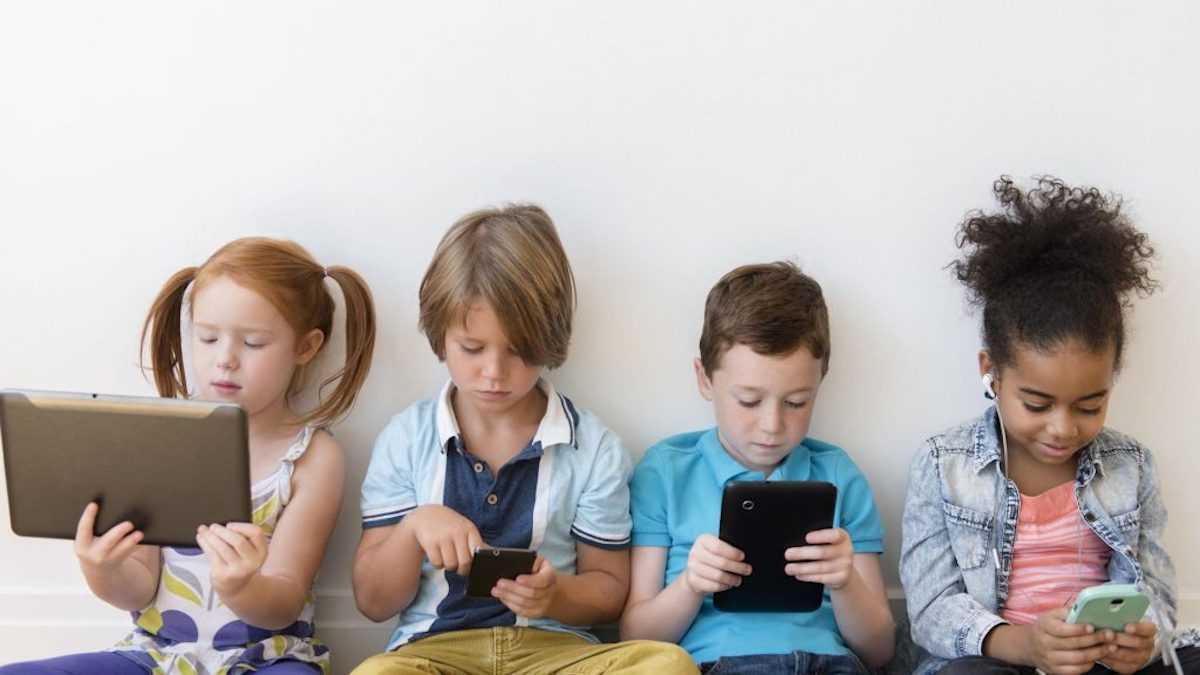 Ребенок и гаджеты: влияние на психику в разном возрасте
