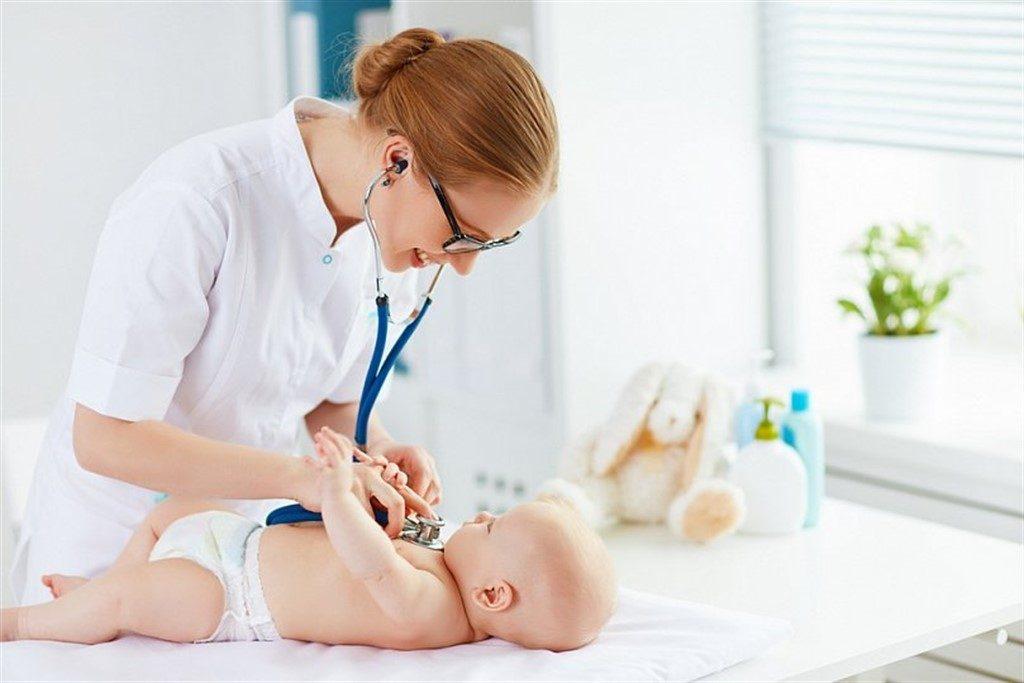 Докорм ребенка: когда нужен и чем докармливать малыша?