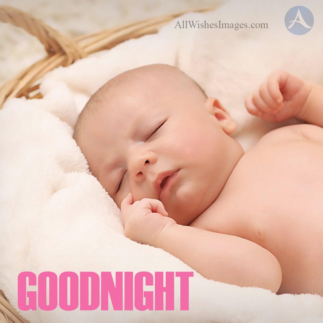 Почему ребёнок спит с приоткрытыми или открытыми глазами: особенности детского сна, лунатизм