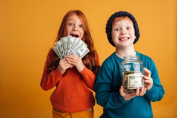 Как научить ребенка тратить деньги – и зарабатывать
