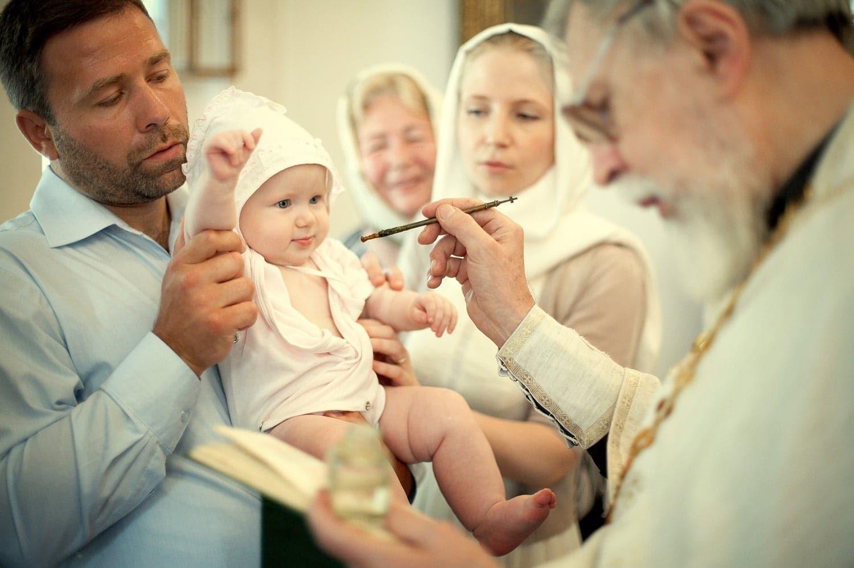 Можно ли перекрестить ребенка — мнение священнослужителей