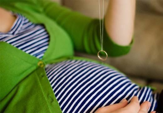 Гадание на пол ребёнка: народные приметы, гадания с иголкой и ниткой для девушек и беременных женщин