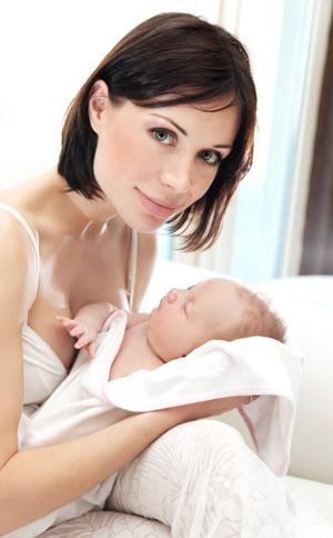 Сколько времени и как долго нужно кормить ребенка грудным молоком?
