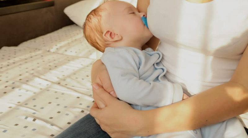 Почему ребенок спит только на руках и как отучить ребенка от сна на ручках