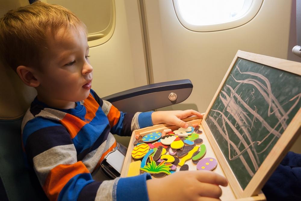 Игры, необходимые вещи для перелета детей разных возрастов