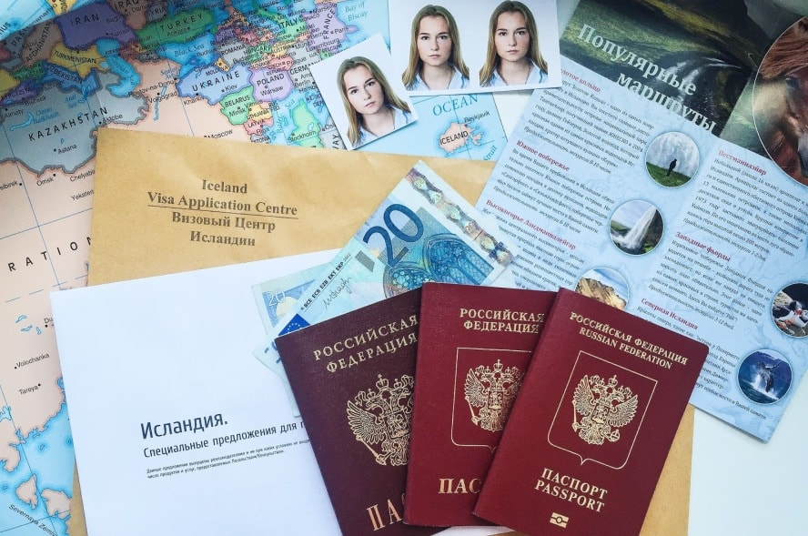 Выезд ребенка за границу в 2020 году — документы и требования