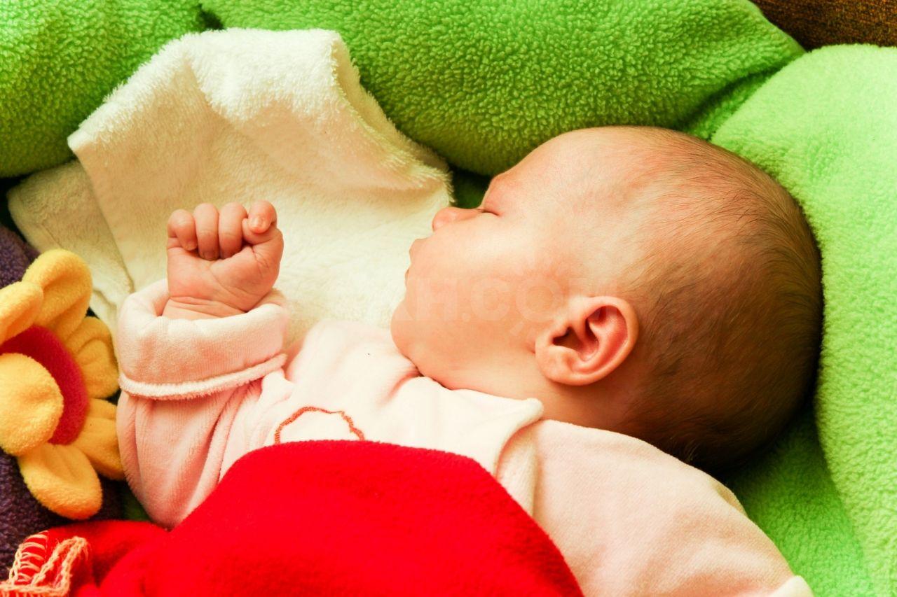 Как помочь новорожденному избавиться от колик?