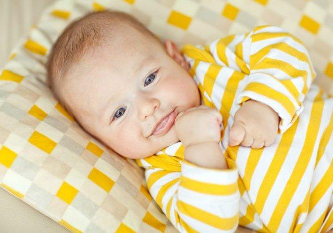 Когда ребенок начинает улыбаться осознанно и как научить его смеяться?