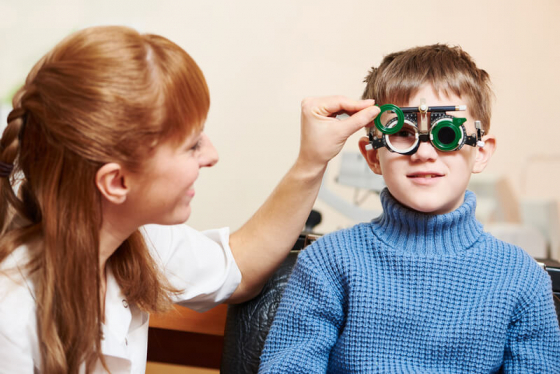 Как видит ребенок при астигматизме и чем ему помочь. лечение астигматизма