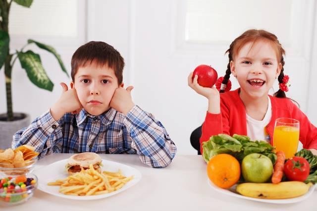 """Уговорить ребенка поесть – для меня настоящая пытка. подруга из франции рассказала, что у них дети едят все (7 простых """"фишек"""" местных мам)"""