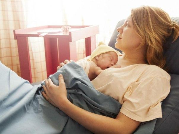 Послеродовое пеленание женщины и закрытие родов