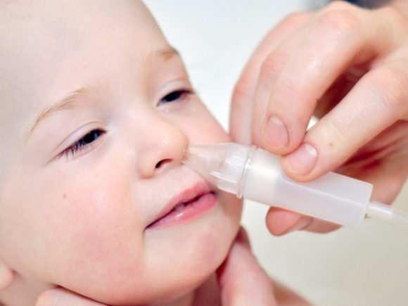 Насморк у грудничка: эффективное лечение соплей в возрасте 1-6 месяцев