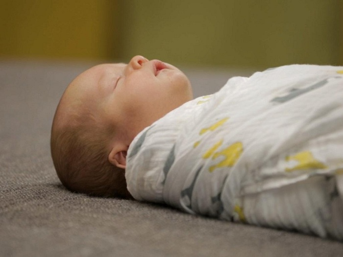 Почему новорожденный мало спит и много ест?