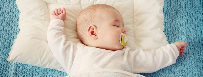 С какого возраста ребенку можно спать на подушке