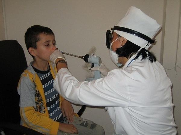 Лечение аденоидов без операции у детей: как уменьшить аденоиды у ребенка по комаровскому