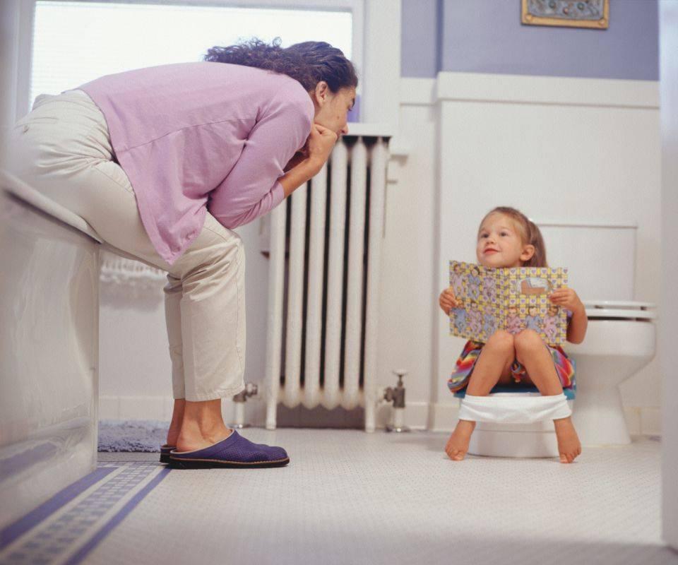 Боли в пупке у ребенка: причины и что делать?