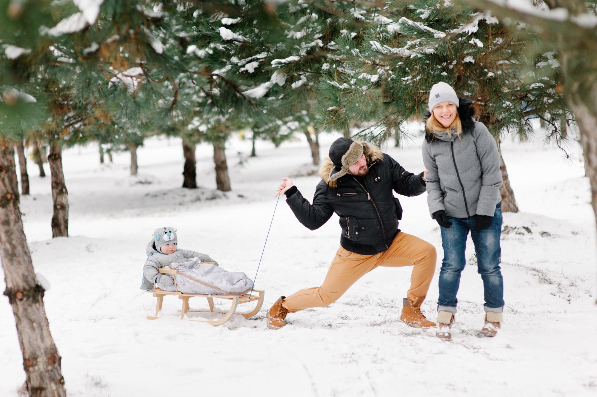 Сколько и когда можно гулять с новорожденным зимой: правила организации первых прогулок