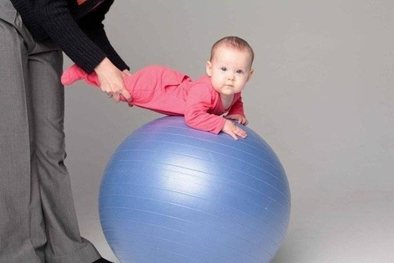 Занятия с ребенком 5 месяцев на фитболе