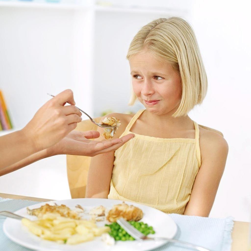 Как заставить ребенка есть и можно ли кормить насильно - родительские секреты