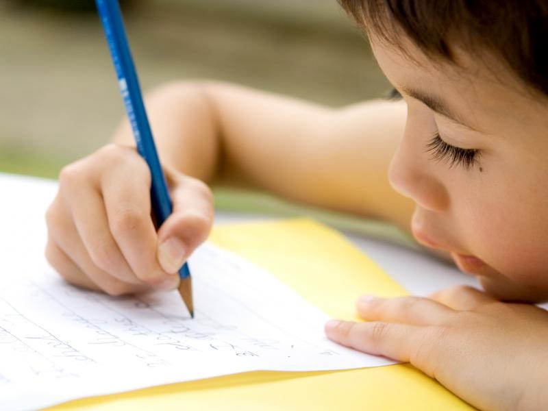 Ребенок левша: особенности развития мальчиков и девочек