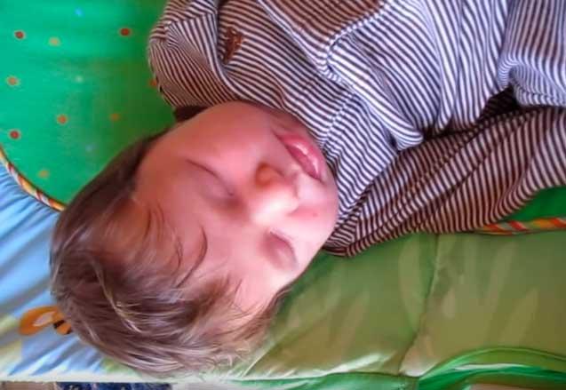Почему новорожденный ребенок кряхтит?