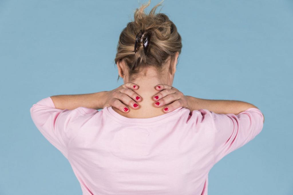Что делать, если у ребенка болит шея и больно поворачивать голову