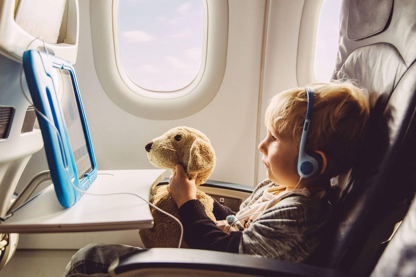 Чем занять ребенка в самолете - 55 крутых идей.что взять с собой для малыша?