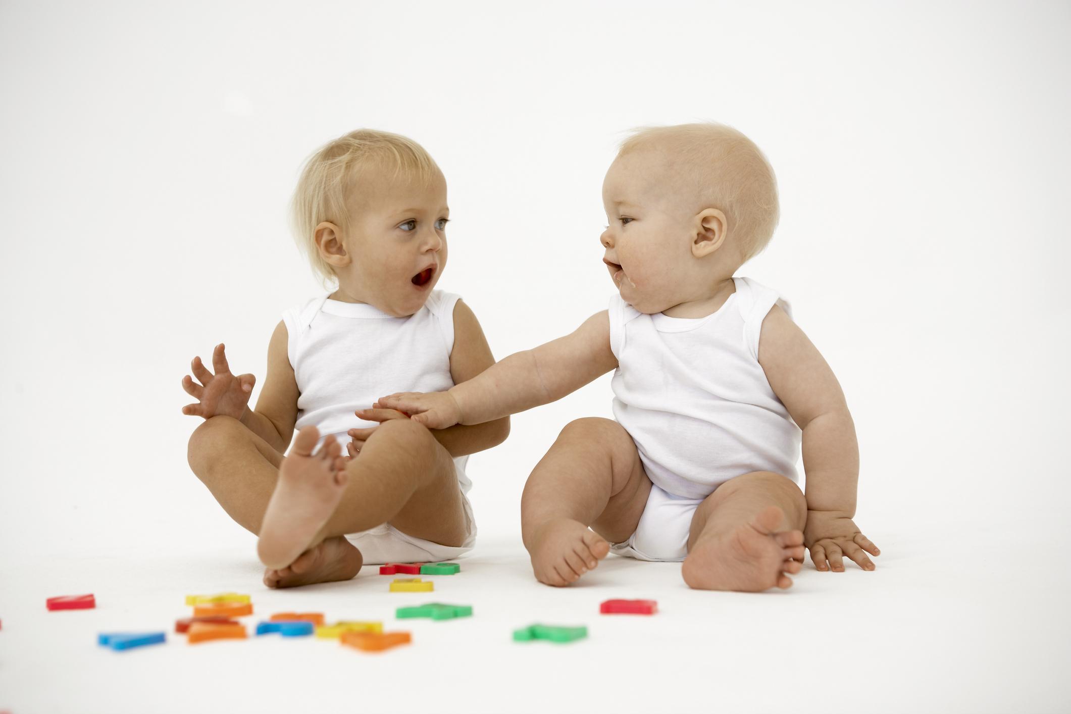 Новорожденный 3 месяца: что умеет? нормы и отклонения в развитии
