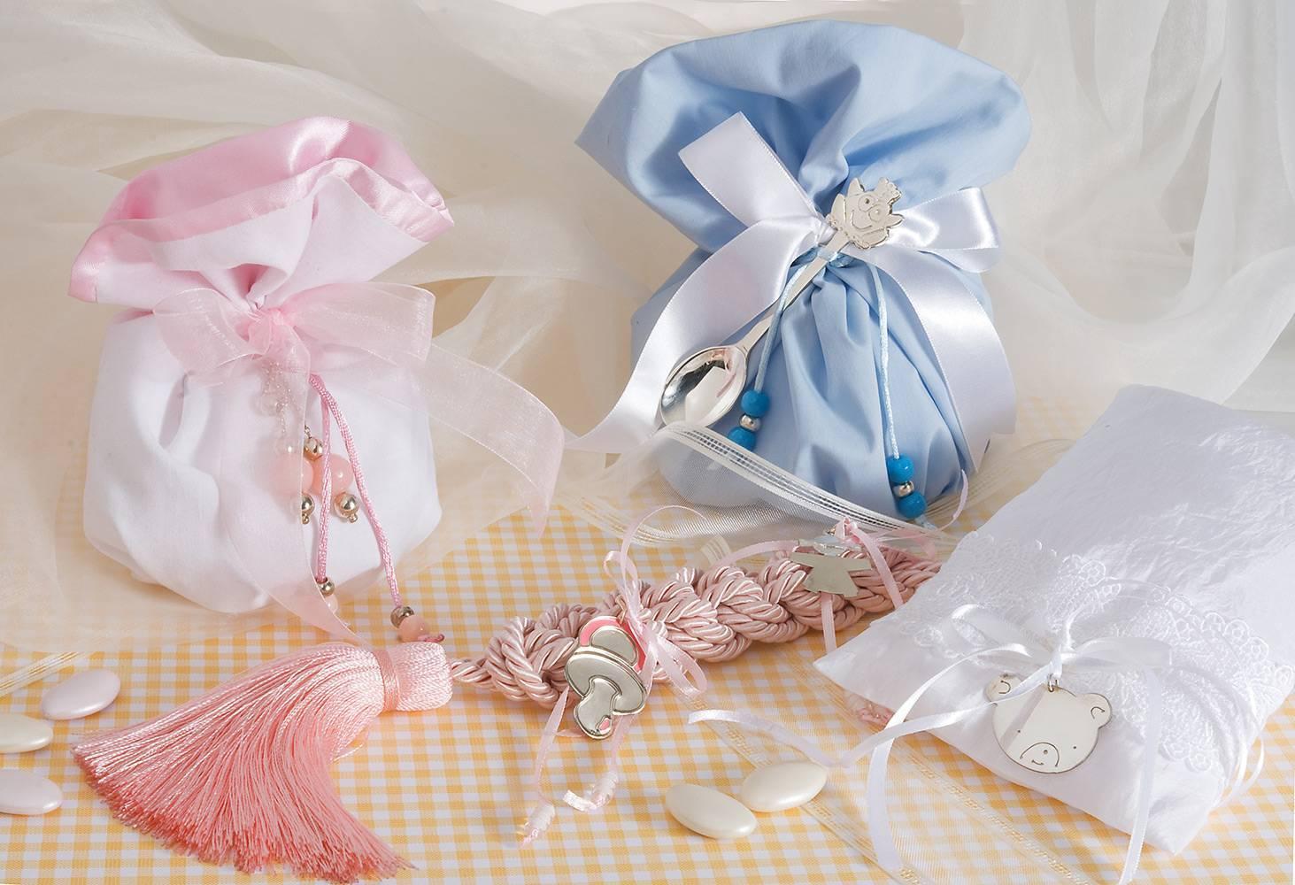 Что подарить ребенку на крещение? подарки на крестины мальчику и девочке, какие дарят